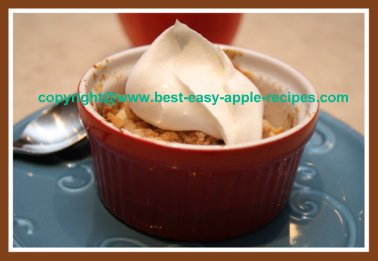 Apple Pear Crumble in Ramekin Bowls for Dessert