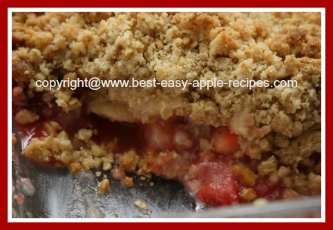 Apple Strawberry Crumble with Oatmeal and Nuts Topping
