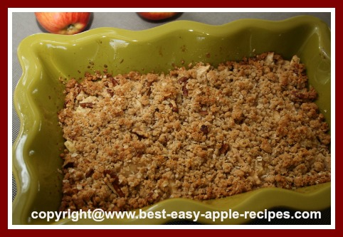 Apple Cranberry Crisp with Oatmeal and Coconut Topping