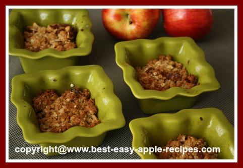 Apple Crisp in Ramekin Bowls