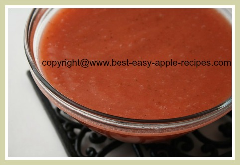 Homemade Sauce with Strawberries and Apples