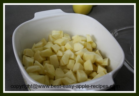Making homemade applesauce using the microwave