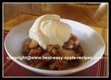 Rhubarb Apple Crisp Dessert Recipe with Oatmeal Topping #rhubarbandapples #rhubarbapplecrisp