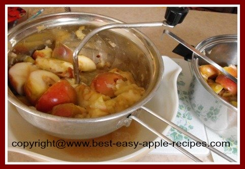 Making Homemade Applesauce Using a Foley Food Mill